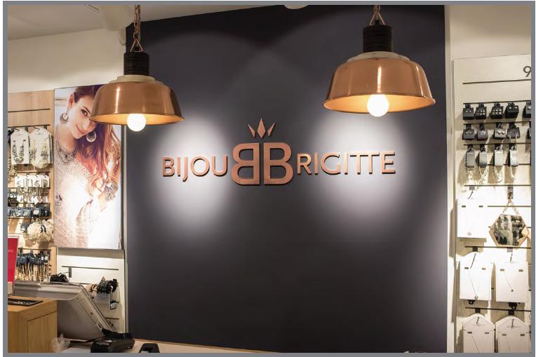 Nouvelle enseigne Bijou Brigitte dans les Champs